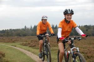 Frederique en dochter op de fiets